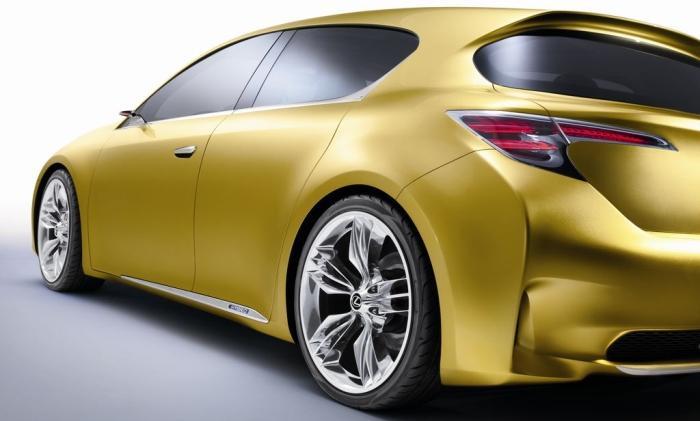 Pour sa première approche du marché européen très concurrentiel des véhicules compacts premium, Lexu...