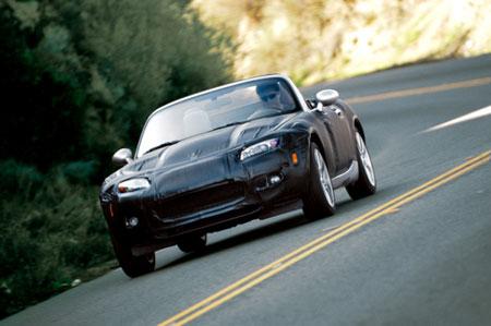 On le savait, l'actuelle MX-5 terminait sa carrière. Mazda profitera du futur salon genevois pour pr...