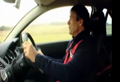 Vidéo Megane R26 R opposée à une Caterham entre les mains de Tiff Needell  Votre avis sur le résultat final ?