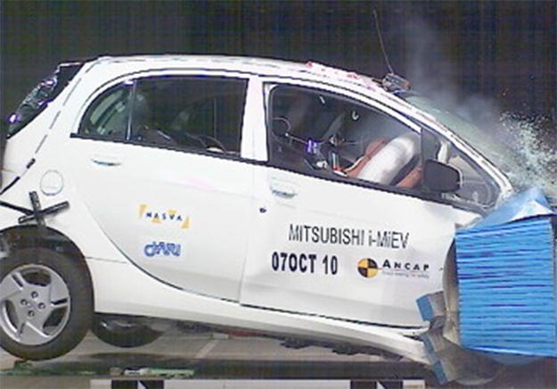 Crash test pour la Mitsubishi i-Miev (voiture électrique) Aucune crainte à avoir pour les collisions