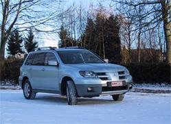 Mitsubishi Outlander 4WD 2.4 MIVEC Intense Les différentes versions du Outlander s'adressent pour le moins à une population ayant des actions chez les distributeurs de carburant...