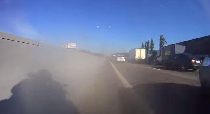 À 200km/h en plein bouchon, c'est possible en Russie (Vidéo)