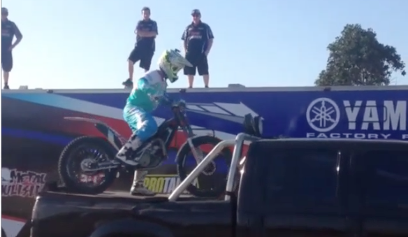 Comment ranger sa moto avec classe et originalité (Vidéo)