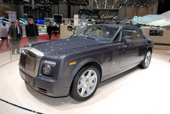 Troisième modèle développé par Rolls-Royce depuis son entrée dans le giron de BMW! Après le Phantom ...