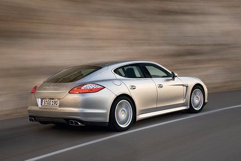Porsche panamera vue de l 39 int rieur la berline de porsche entre une 911 et un nouveaux - Porsche panamera 5 portes ...