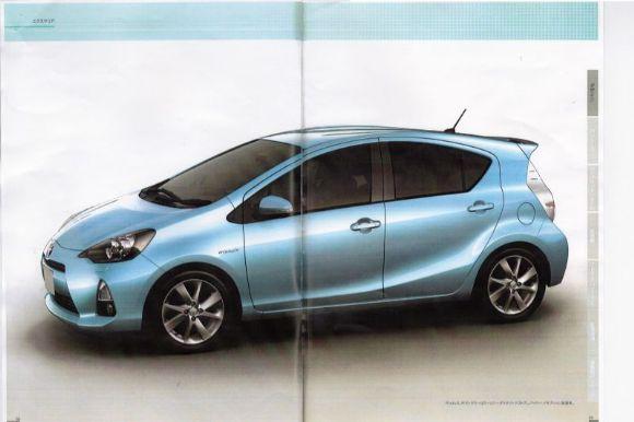 Fraichement présentée en Concept car au salon de Detroit, la citadine hybride japonaise se montre ma...