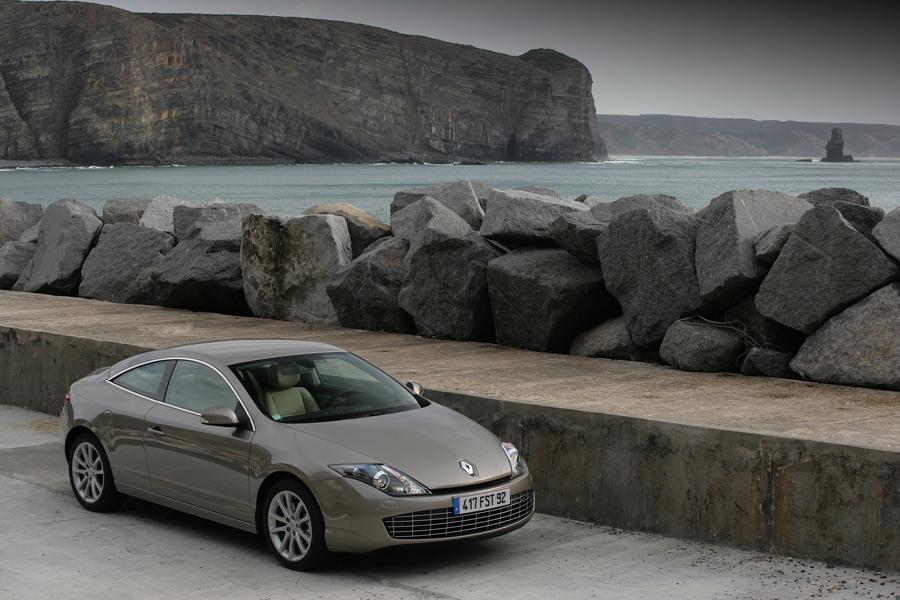 Renault Laguna Coupé (Vidéos) Vise à séduire une clientèle exigeante et passionnée