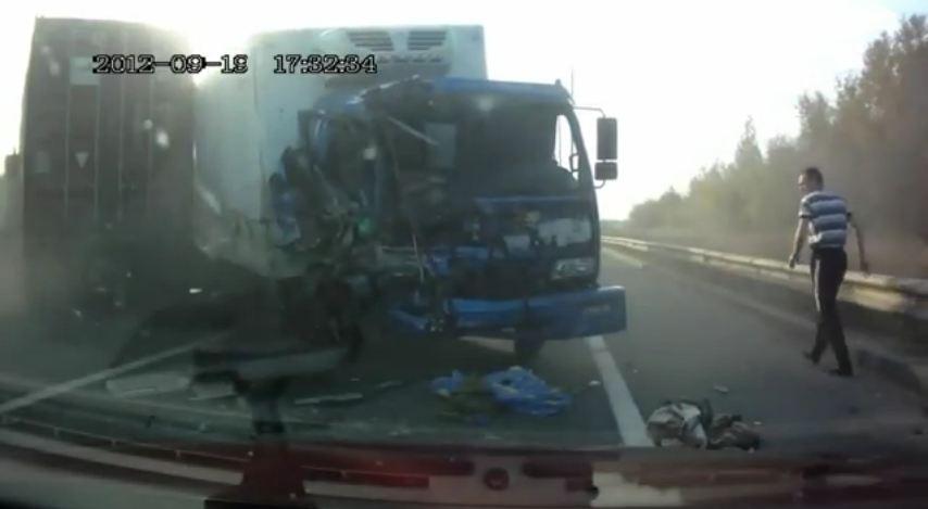 Après avoir vu de nombreux accidents qui se sont passés en Russie, filmés par des caméras embarquées...