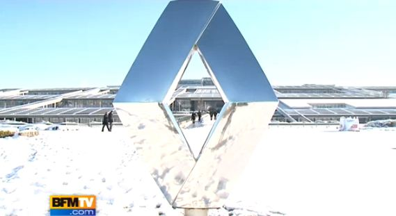 Ce mercredi 8 décembre 2010, à la suite de violentes chutes de neige, les routes de l'est de la Fran...