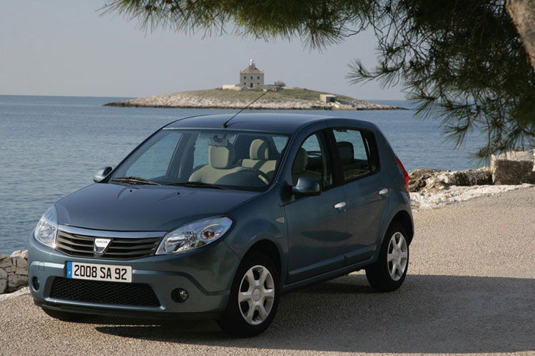 Après Logan, Logan MCV, Logan Van et Logan Pick-up, Dacia continue d'élargir sa gamme avec Sandero, ...