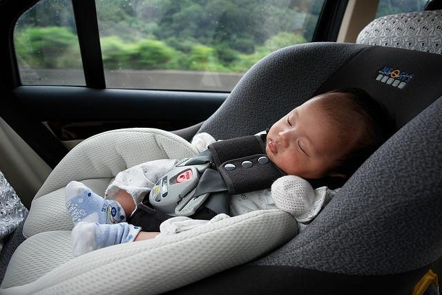 Une mère jugée coupable de négligence pour avoir mal installé le siège auto de sa fille