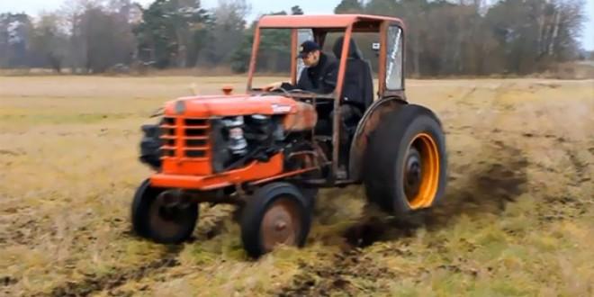 Rickard Nilsson, un agriculteur suédois, surement passionné de mécanique, à installer sur son tracte...