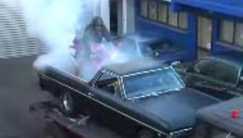 Vidéo insolite d'un triple burn, camion + voiture + moto  Certains sont prêts à tout pour chasser l'ennui