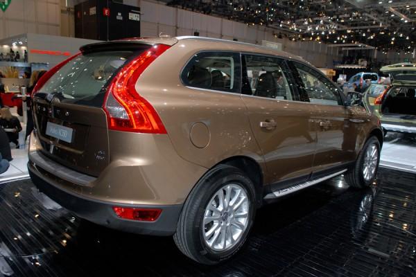 Encore un nouveau venu sur le marché des 4x4 compacts premiums. Les BMW X3, Mercedes GLK et Audi Q5 ...