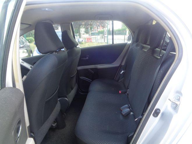 Toyota Yaris 90 D-4D Confort Pack MMT 5p Gris clair de 2010