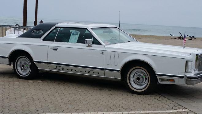 Lincoln Continental de collection blanche  de 1978
